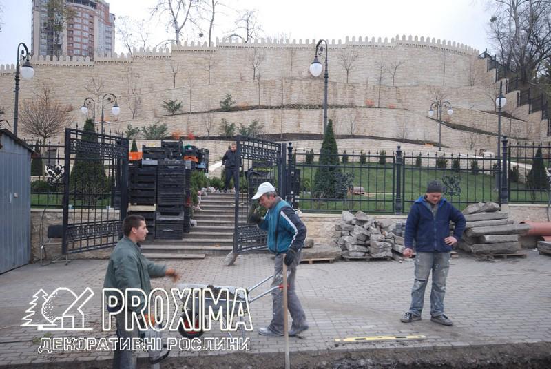 Киев ул. Глубочицкая. Строительство парка посольства Азербайджана с использованием растений питомника PROXIMA